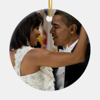 Barack y Michelle Obama Adorno Navideño Redondo De Cerámica