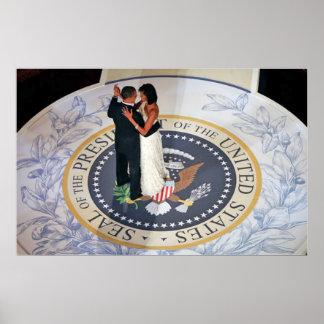 Barack y Michelle Obama que baila la bola inaugura Póster