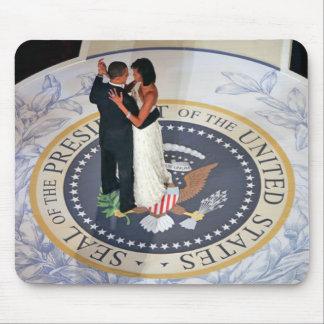 Barack y Michelle Obama que baila la bola Tapetes De Raton