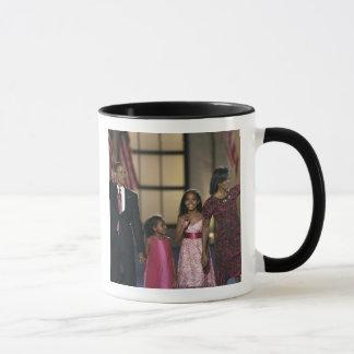 Barak Obama family wave at the last night of Mug