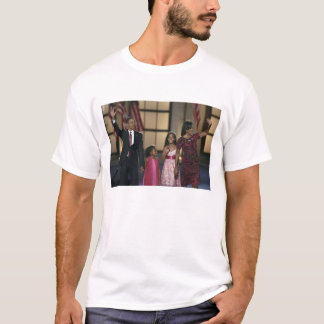 Barak Obama family wave at the last night of T-Shirt