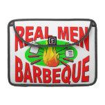 Barbacoa real de los hombres. Diseño divertido par Funda Macbook Pro