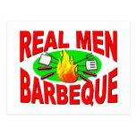 Barbacoa real de los hombres. Diseño divertido Postal