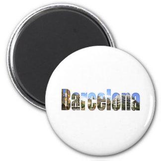 Barcelona con las atracciones turísticas en letras imán redondo 5 cm