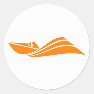 Barco anaranjado y blanco de la velocidad pegatina redonda