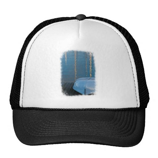 Barco atracado gorras de camionero