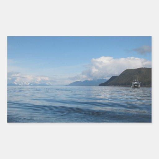 Barco cerca de la bahía de Auke, Alaska Pegatina Rectangular