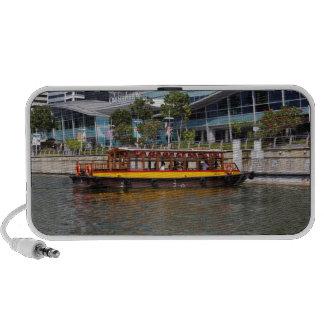 Barco colorido de la travesía del río en Singapur iPod Altavoz