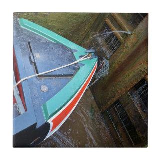Barco de canal en cerradura azulejo cuadrado pequeño