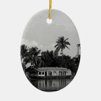 Barco de casa de B&W Adorno Navideño Ovalado De Cerámica