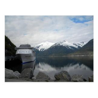 Barco de cruceros atracado en Skagway, Alaska Postales
