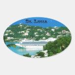 Barco de cruceros atracado en St Lucia Pegatina Ovalada