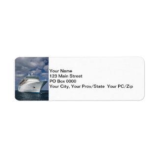 Barco de cruceros blanco grande etiqueta de remite
