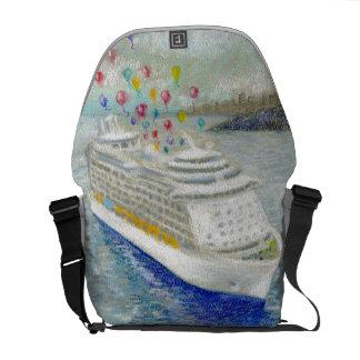 Barco de cruceros con el lanzamiento del impulso bolsas de mensajeria