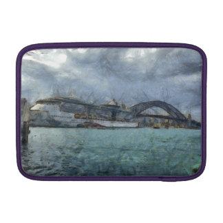 Barco de cruceros debajo del puente de puerto de fundas para macbook air