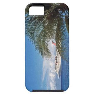 Barco de cruceros del carnaval atracado en la isla iPhone 5 Case-Mate coberturas