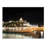 Barco de cruceros del milivoltio Ventura en la noc Postales