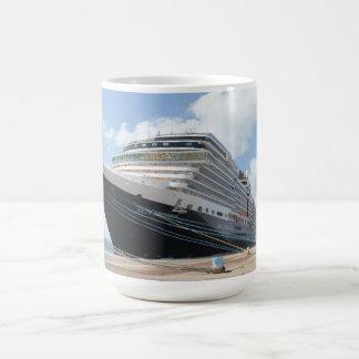 Barco de cruceros del ms Nieuw Amsterdam en Aruba Taza Clásica