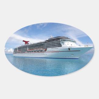 Barco de cruceros en aguas del Caribe Pegatina Ovalada