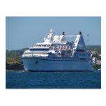 Barco de cruceros que sale de Mahon Tarjetas Postales