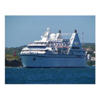 Barco de cruceros que sale de Mahon Postal