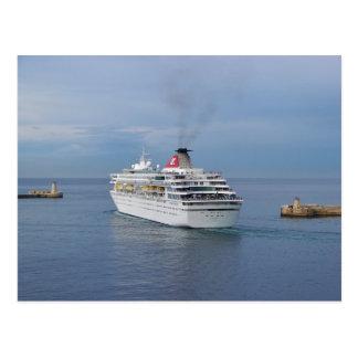 Barco de cruceros que sale de Malta Postales