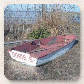 Barco de fila rústico viejo posavaso