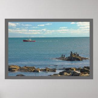 Barco de la langosta que trabaja de la playa poster