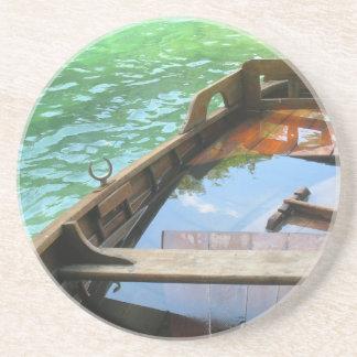 Barco de madera en el lago turquoise, Croacia Posavasos Personalizados