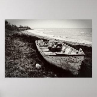 Barco de pesca blanco y negro poster