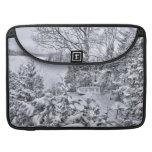 Barco de pesca, bosque del invierno, nevada del na funda para macbook pro