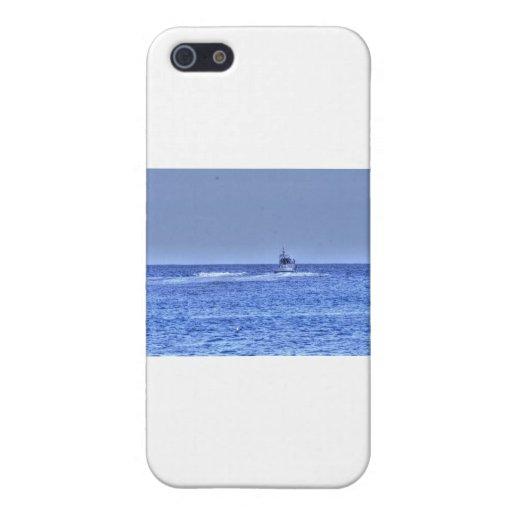 Barco de pesca de HDR que sale al océano iPhone 5 Fundas