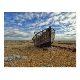 Barco de pesca de madera abandonado el | Dungeness Postales