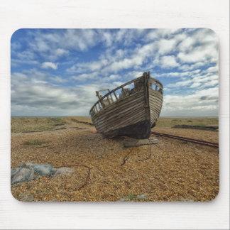 Barco de pesca de madera abandonado el | Dungeness Tapetes De Ratón