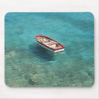 Barco de pesca en el agua clara, colorida, Mani Alfombrilla De Ratón