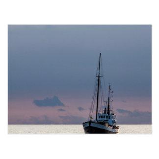 Barco de pesca en el mar Báltico Tarjeta Postal