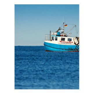 Barco de pesca en la orilla del mar Báltico Postales