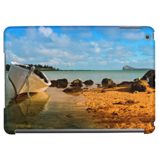 Barco de pesca en la playa mauriciana con el