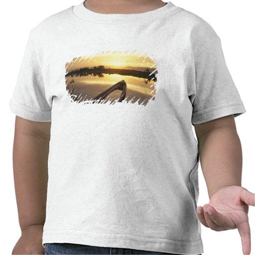 Barco de pesca hundido de Asia, Birmania (Myanmar) Camisetas