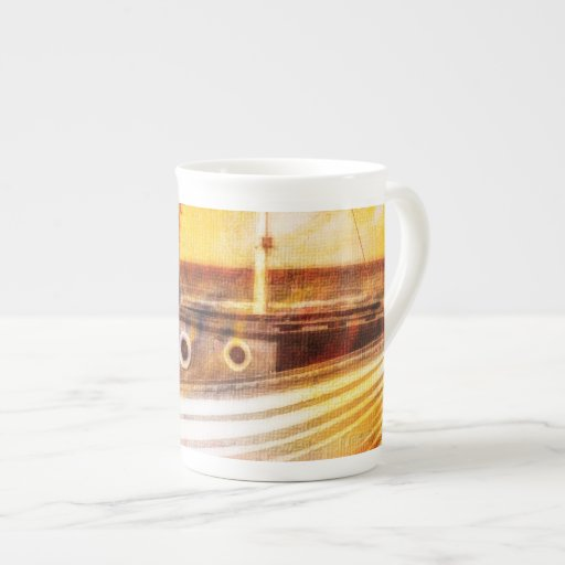 Barco de pesca náutico en la playa en el arte del  taza de porcelana