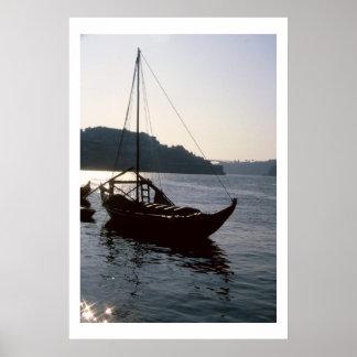 Barco de pesca y río el Tajo, Lisboa Portugal Póster