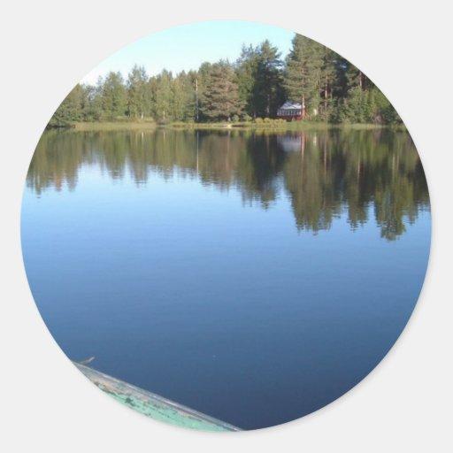 Barco de Rowing en el lago inmóvil Pegatina Redonda