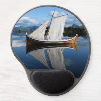 Barco de vela de madera viejo hermoso alfombrilla de raton con gel