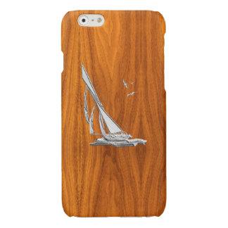 Barco de vela del cromo en la impresión de madera