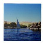 Barco de vela en el Nilo azul en la foto de Egipto Tejas Cerámicas