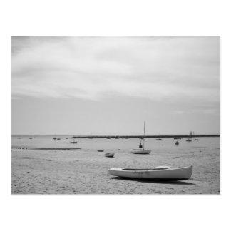 Barco de vela en la playa de Provincetown Tarjeta Postal