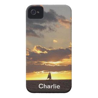Barco de vela en la puesta del sol iPhone 4 carcasas