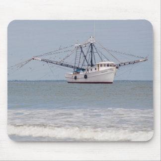 Barco del camarón en Georgia Tapetes De Raton