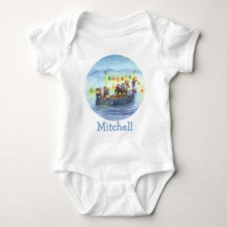 Barco del fiesta con la camisa del bebé de los