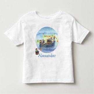 Barco del fiesta con la camiseta de los niños camisas